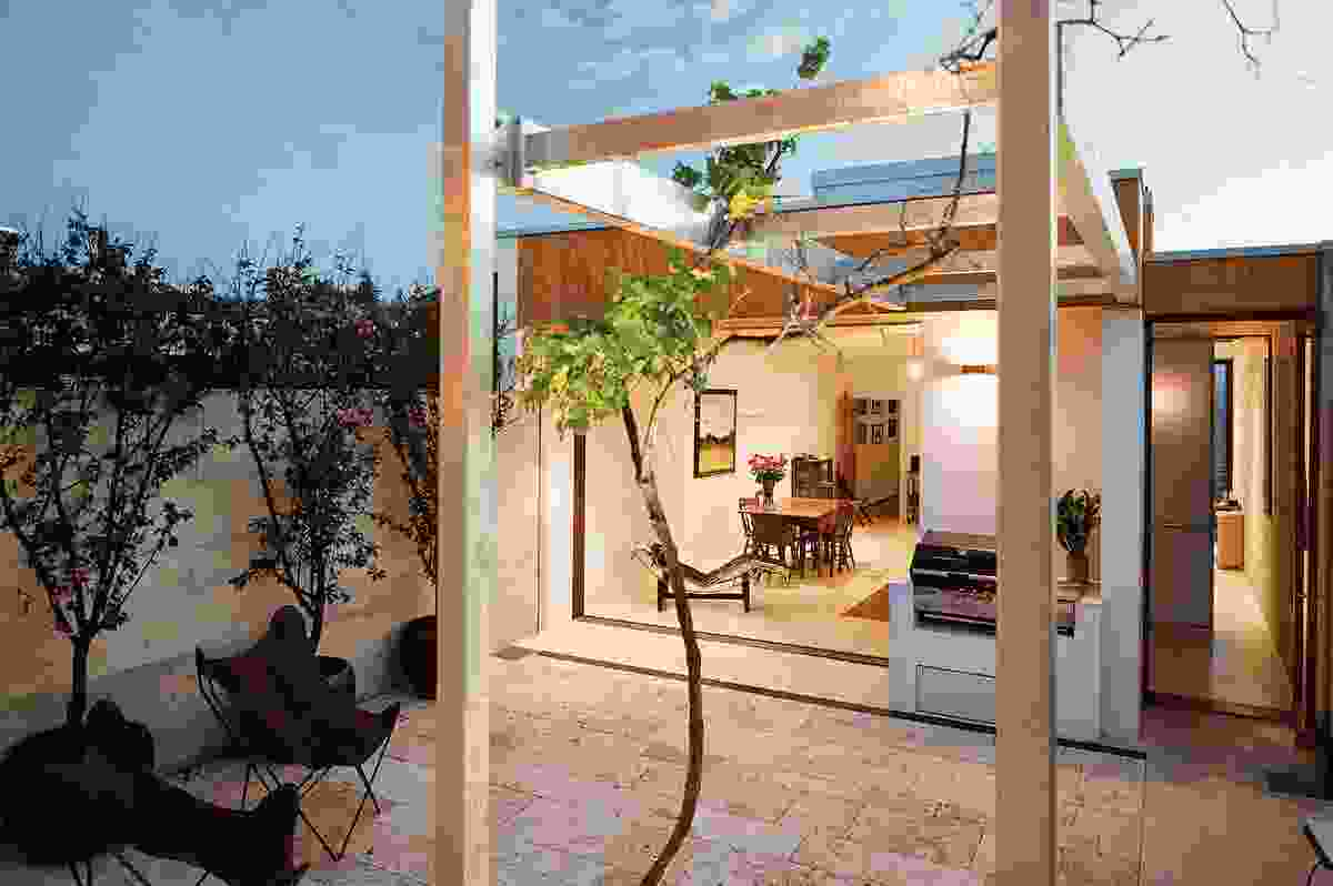 House Alteration and Addition under 200m² – Hope Street by vittinoAshe.