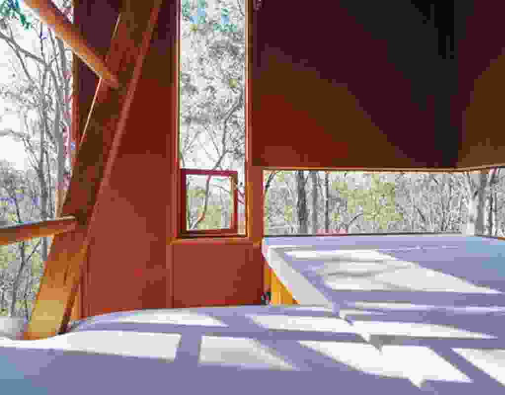The zigzagging windows run parallel to nooks for repose, focusing views to the landscape.