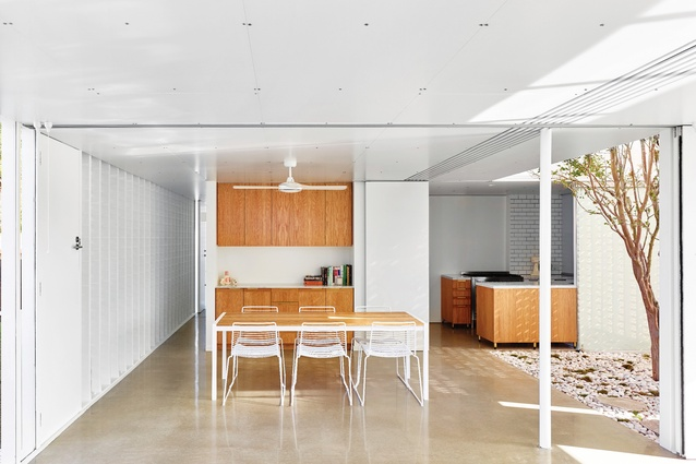 Naranga Avenue House by James Russell Architect.