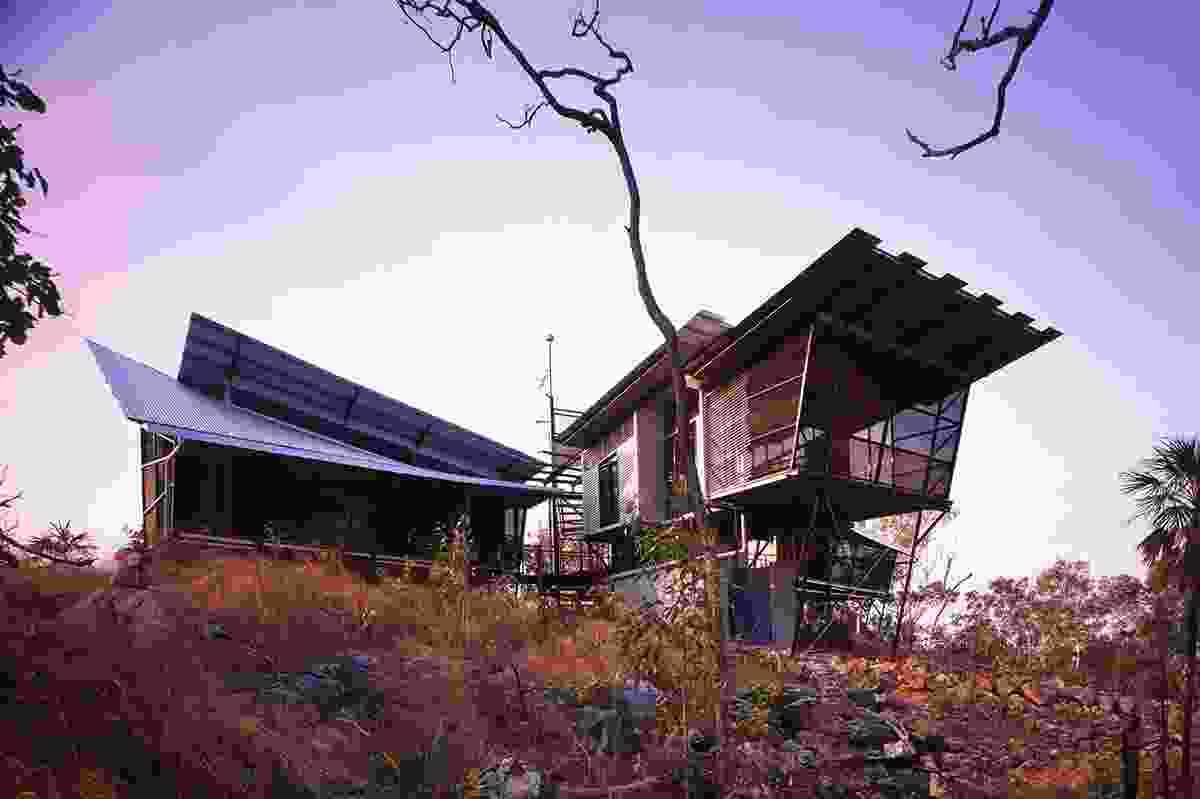 Rozak House, Lake Bennett, NT (2001) by Troppo Architects.