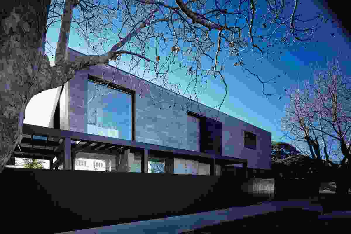 New House over 200m² – Seacombe Grove by B.E. Architecture.