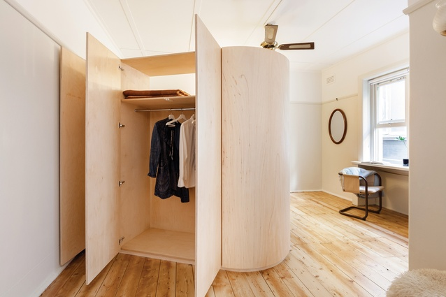 To make the most of the small studio, clever joinery design has been used to distribute space without delimiting it.