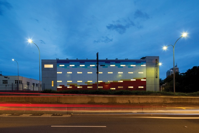 The treatment of the western facade responds to the adjacent motorway with an artistic composition of glossy prefinished coloured boards.