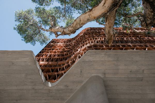 Located between a terrace house and an industrial brick warehouse in Sydney's Surry Hills, the Beehive explores the use of recycled terracotta tiles – an often overlooked symbol of suburbia – in the design of an architecture studio.