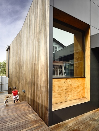 External timber has a charcoal stained finish, mimicking a Japanese technique of timber charring, known as 'shou sugi ban'.