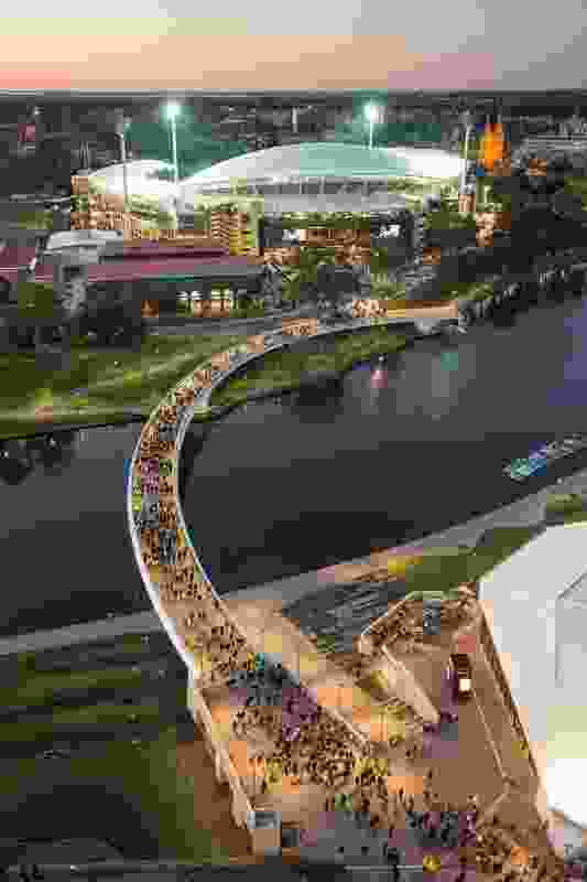 Riverbank Bridge by Tonkin Zulaikha Greer, Taylor Cullity Lethlean and Aurecon.