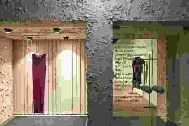 从街道,珀斯·珀斯特蒙特的德莱特丹旗舰店的爬墙门面给它一个可辨别的身份。