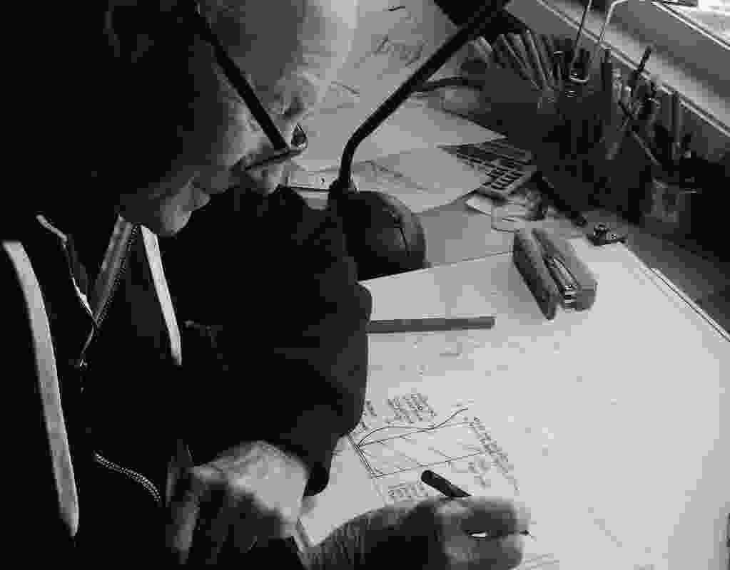 加布里埃尔在绘图板2016。