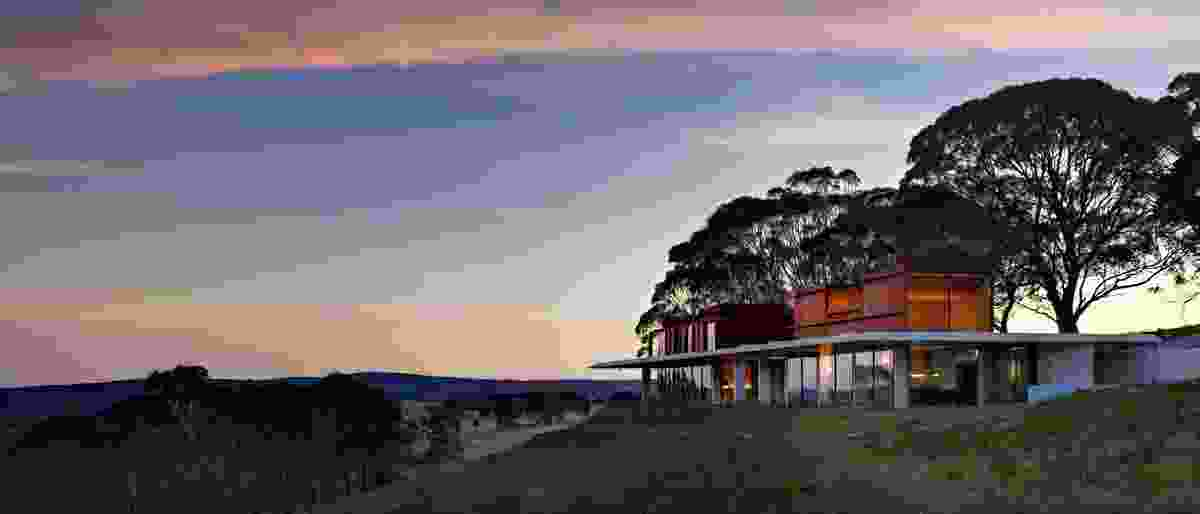 The house is nestled into a ridge overlooking the Megalong Valley.