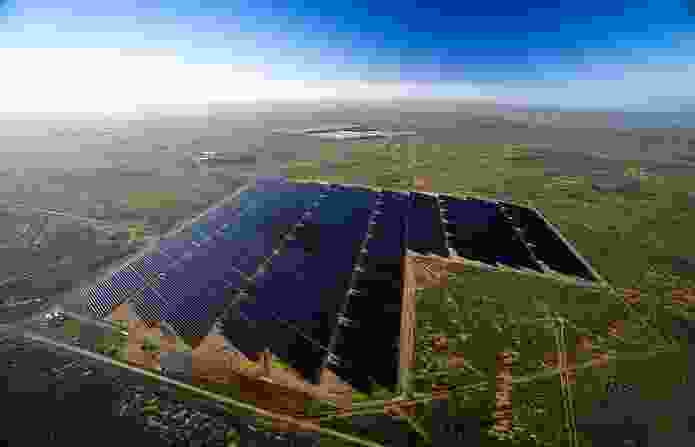 Aerial view of the Broken Hill Solar Farm.