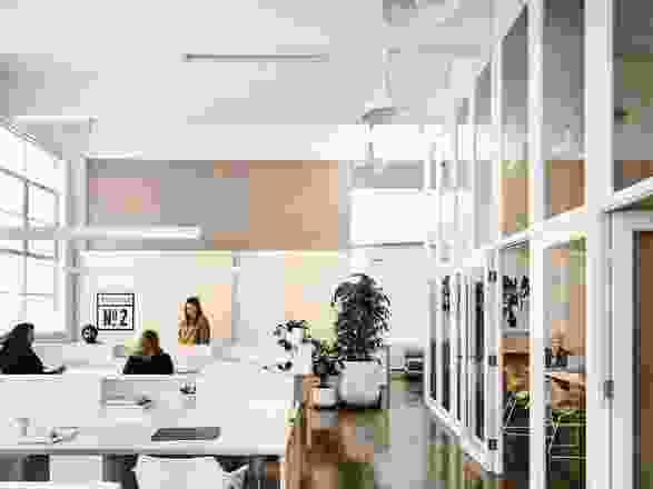 设计要求一个提供一系列不同工作空间的联合办公场所。