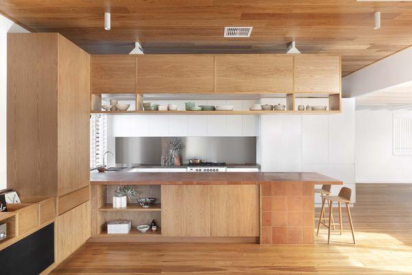 新增加的连续细木工元素的灵感来自于艺术和工艺运动的适度形式和材料。