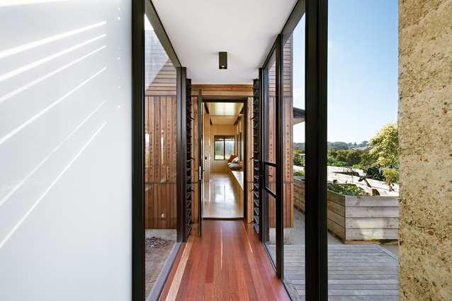 The Kids Pod by Mihaly Slocombe is connected to the main house via a glazed bridge, making it a deliberate annex.