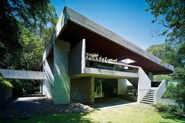 The Killara House was an exploration in concrete construction, playing with its flexibility and thermal mass.