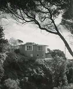 Round House (Henty II), 1953, by Roy Grounds. Photograph Leslie Runting, reproduced with permission of the La Trobe Picture Collection, State Library of Victoria.