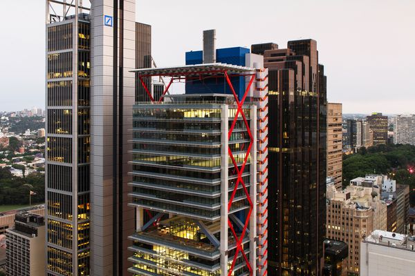 8 Chifley Square occupies a prominent site in Sydney's CBD adjacent to the Deutsche Bank building by Foster and Partners with Hassell.