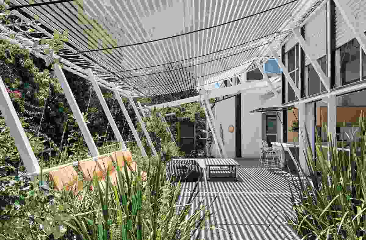 On the northern verandah, netted hammock seats lean in unison with the architecture, appearing to float over and into the landscape.