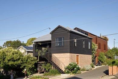 3房子由Channon Architects和Burton建筑师。