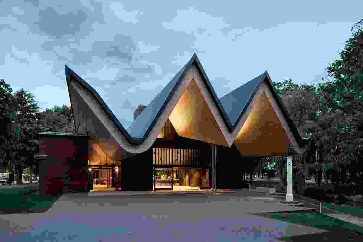 The folded geometry of the chapel's roof, with its ridges and valleys, is reminiscent of the first church buildings in Canterbury, the 'V-huts'.