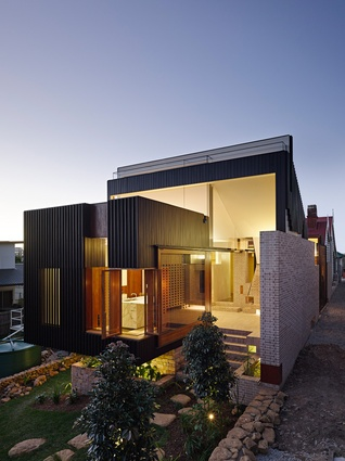 Highgate Hill House by Twofold Studio & Cox Rayner Architects.