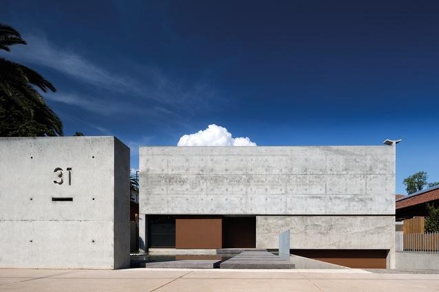 Mexican Contemporary House by Evolva Architects & Andres Casillas de Alba.