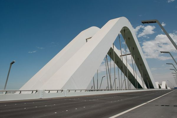 The Sheikh Zayed bridge was inspired by the shape of sand dunes.