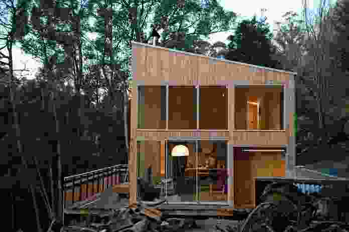 Fern Tree House: Perched on Mt Wellington on a wooded site.
