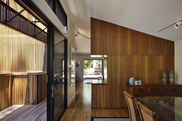 Chapel Hill House (QLD) by Reddog Architects