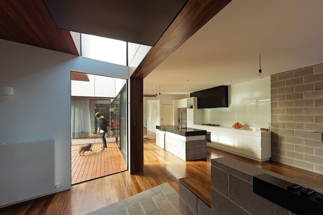 Living spaces pushed against the boundary open up to natural light.