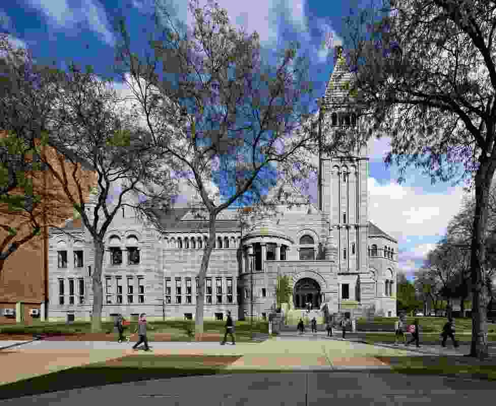尽管匹兹堡到处都是老建筑,但很少有像现在博物馆实验室的19世纪图书馆那样有风格的修复。