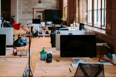 在一项具有里程碑意义的建筑工作幸福感调查中,研究人员发现,建筑师感到系统性的误解和不被赏识,导致工作时间长、期限压力大和薪酬条件不足。