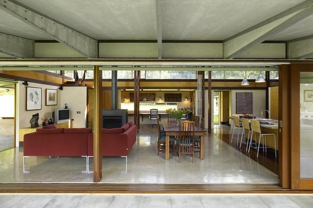 Bangalay House by Peter Stutchbury Architecture (2005).