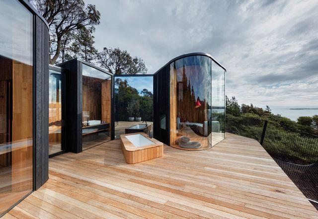 每个豆荚的生活和睡眠武器拥有私人甲板,提供庇护所和隐私。