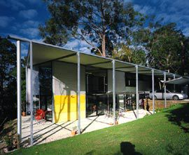 Overview from the north-east, with the full-height verandah forming a generous third living space. Image:Jon Linkins