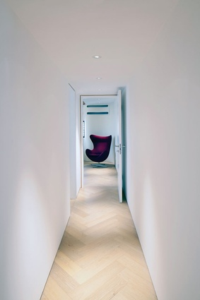 The choice of a minimalist interior stems from the seventy-seven-year-old client, who desired a contemporary feeling.