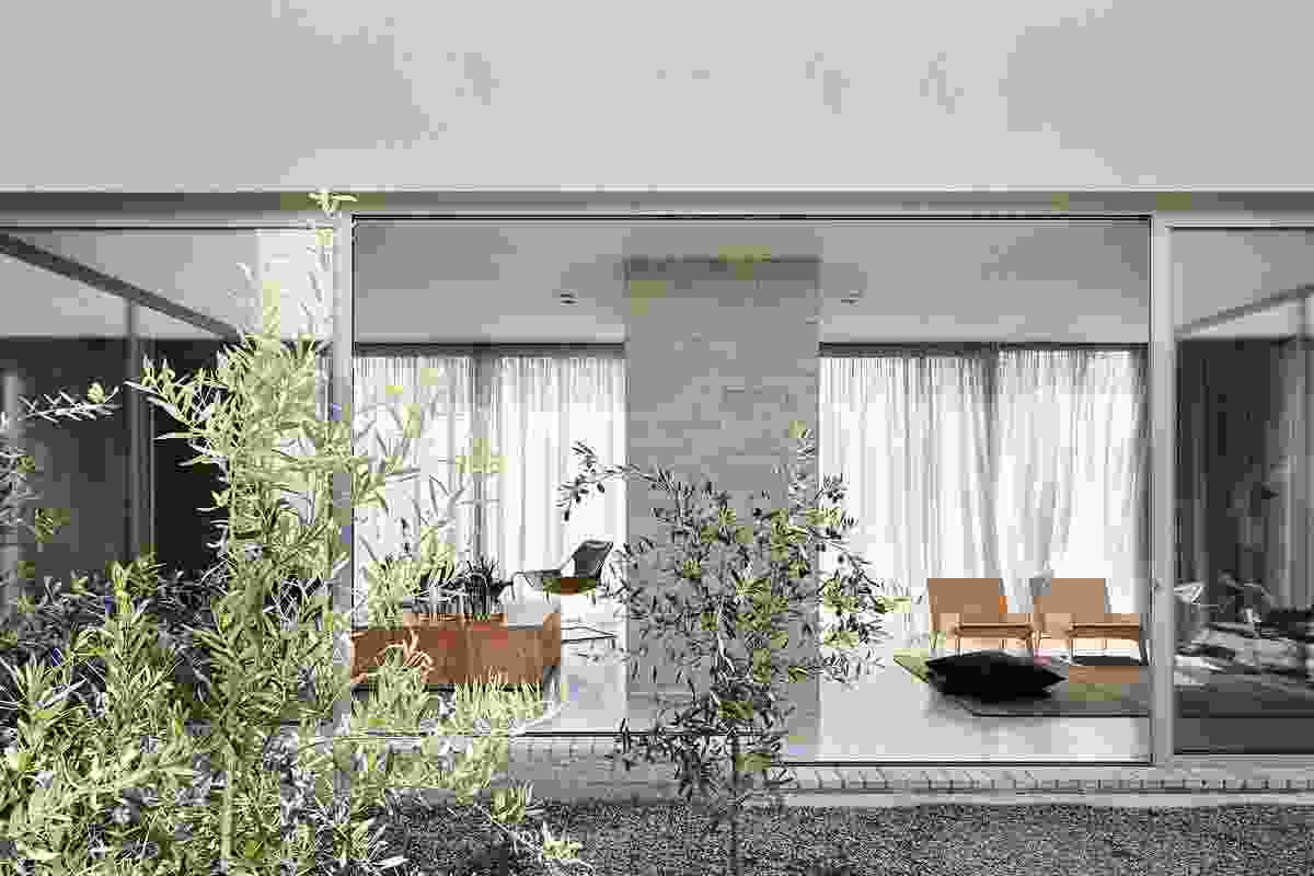 Ruxton Rise Residence by Studiofour.