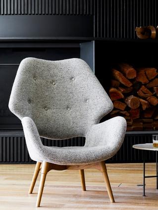B230h Contour armchair