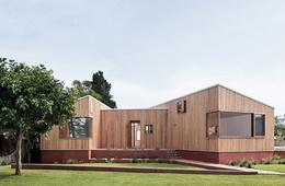 Peninsular pavilions: Three Piece House