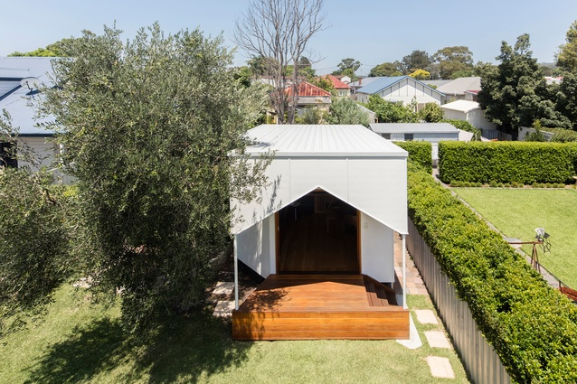 Backyard Music Studio by M3Architecture has a flat roof and a gable-fronted verandah.