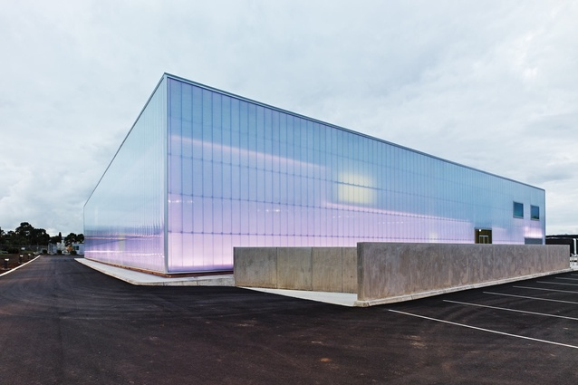 The facade system uses a jointing system of interlockable panels.
