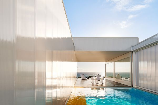 The main living space or salon can be opened to views of water at either end – a pool to the north-east and the ocean to the south-west.