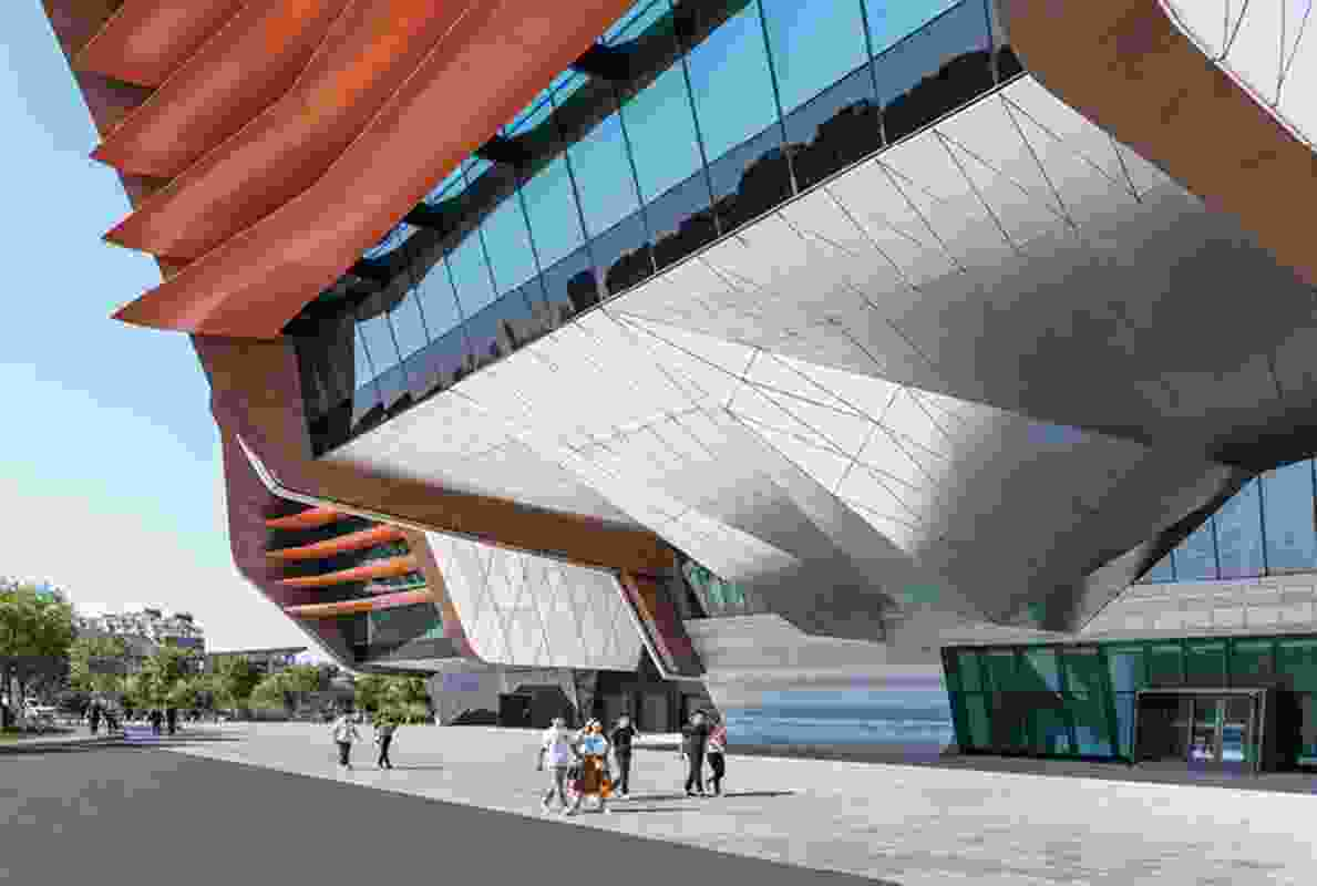 Cantilevers – the largest of which measures over fifty-five metres high – refine the silhouette of the large building.
