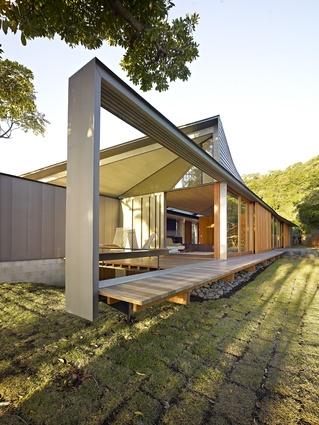 Wall House by Peter Stutchbury Architecture and Keiji Ashizawa Design (2009).